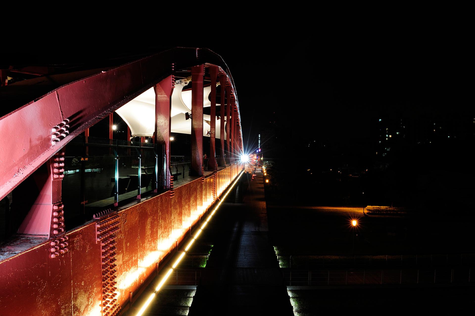 桥梁景观光雕设计|城市的记忆 高雄公园陆桥夜间景观照明